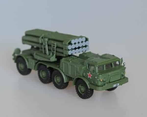 Véhicule militaire soviétique BM-27 Uragan (fig703)